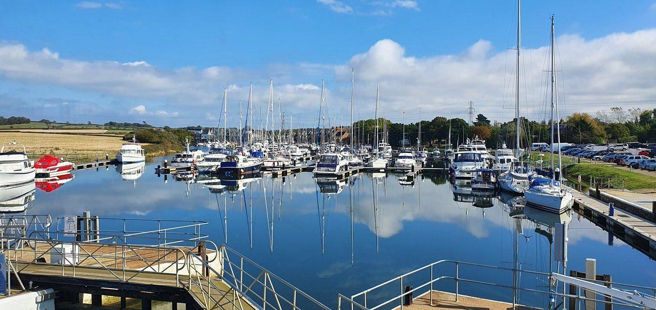 island harbour marina free parking near breeze restaurant.jpg