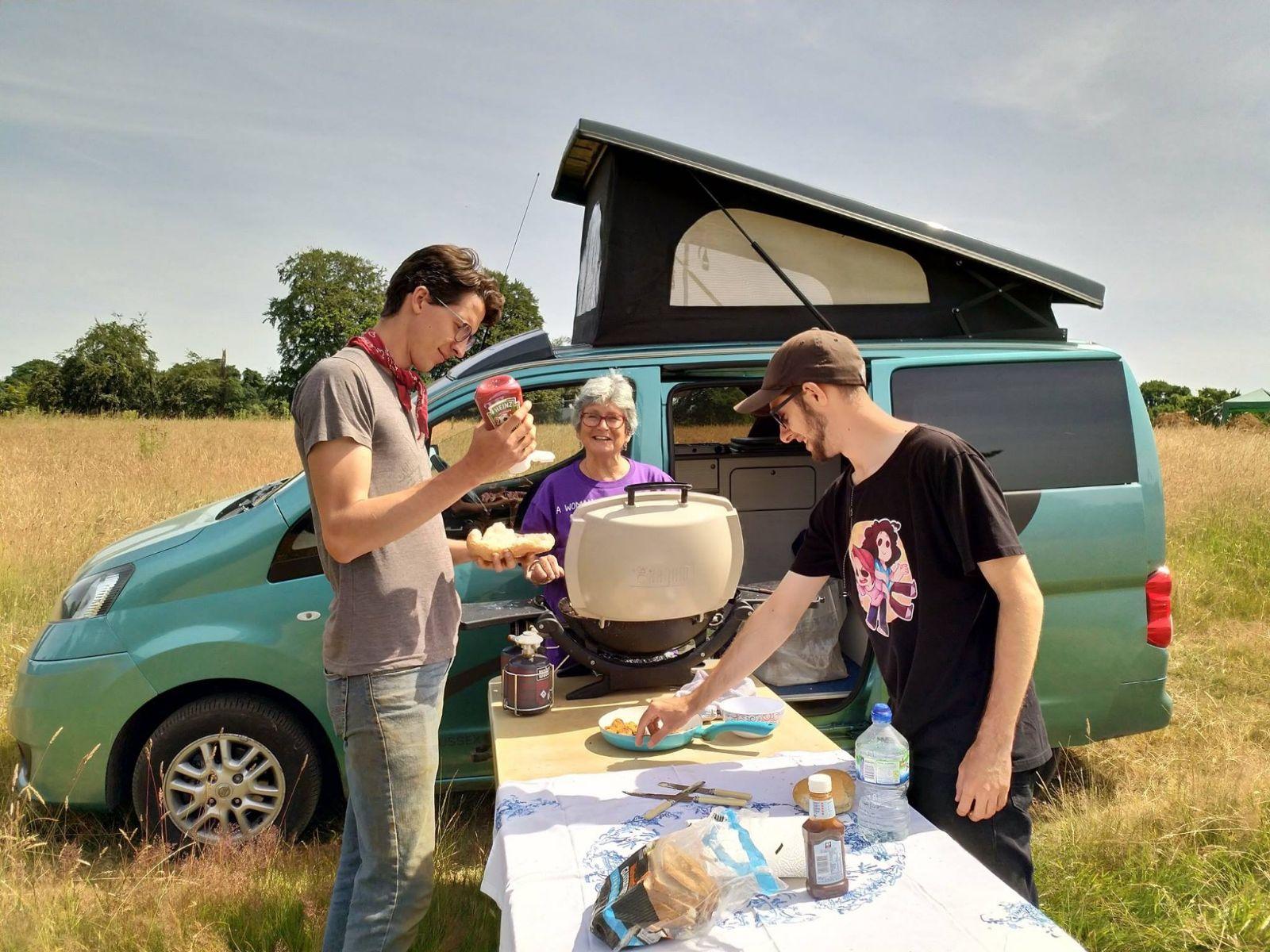 NV200 Campervan Sussex Campervans Jenny bacon sarnies on a dig.JPG