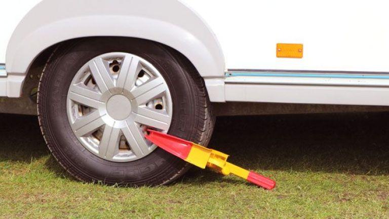 672591160-caravan-with-clamp-lock.jpg